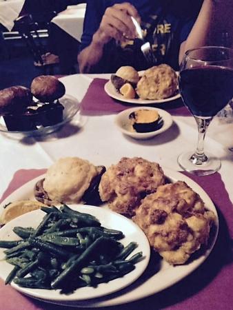 Edgewater Restaurant: broiled jumbo lump crabcakes