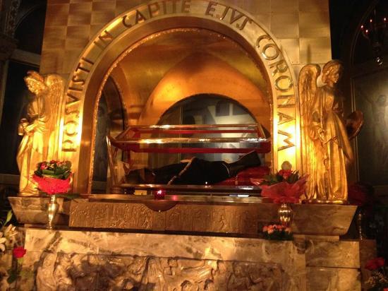 Corpo da santa rita picture of basilica di santa rita for Basilica di santa rita da cascia