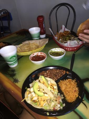 Chuy's Mesquite Broiler Restaurant: Ok.