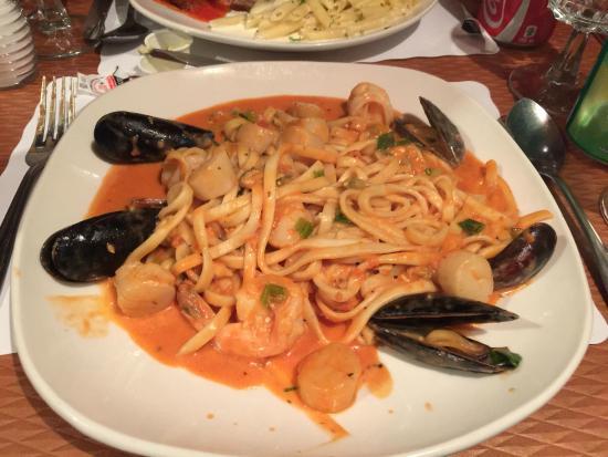 Eduardo's : Seafood Pasta