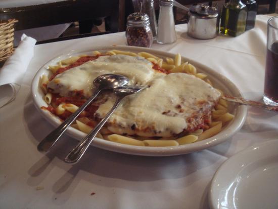 Carmine's : macarrão e parmegiana