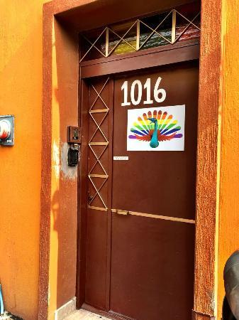 Casa Alebrijes Hotel: The secure entry door