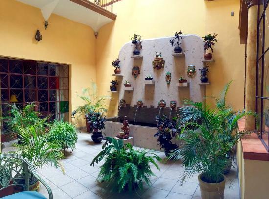 Casa Alebrijes Hotel: Courtyard