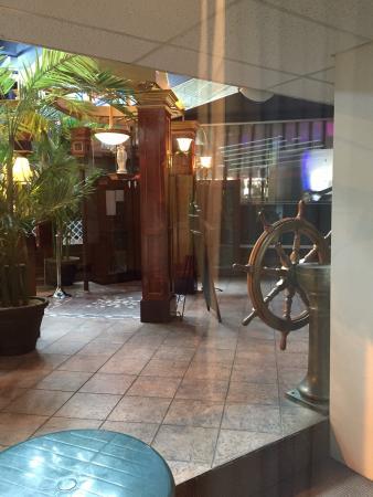 Hôtel Québec Inn : Chambre et vue de la chambre.