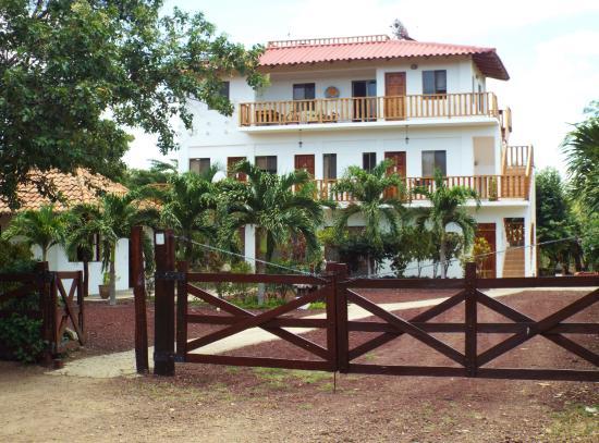 Hotel Popoyo: Front of hotel entrance.