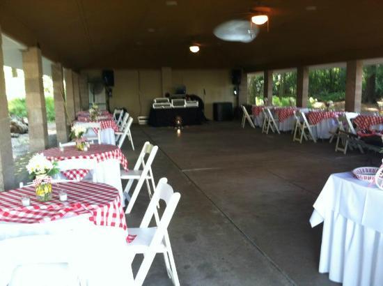 Pine Grove Cottages: pavilion