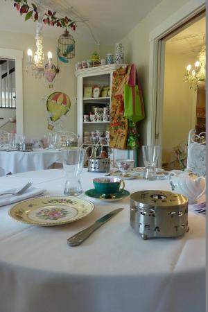 Jacqueline's Tea Room: Tea room dining area