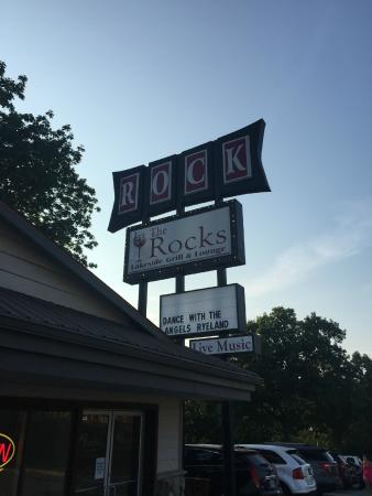 The Rocks Lakeside Grill and Lounge : The sign out front!