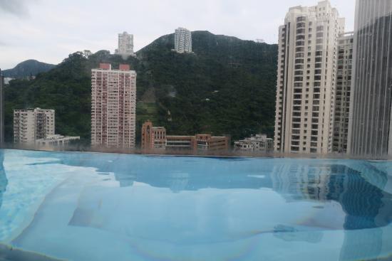 Hotel Indigo Hong Kong Island: The infinity pool on 29F