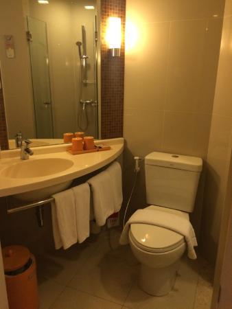 ibis Bangkok Siam Hotel: Toilet