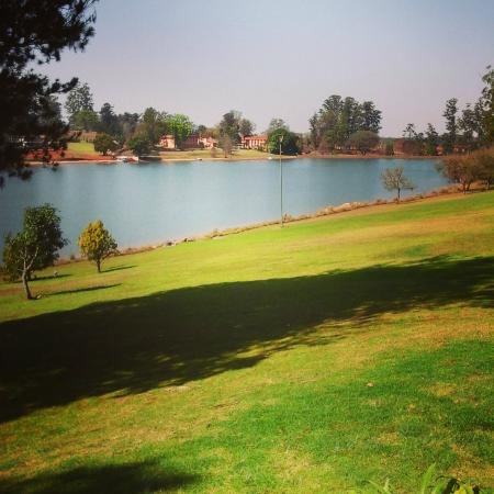 Pine Lake Resort: Longmere Dam (Pine Lake)