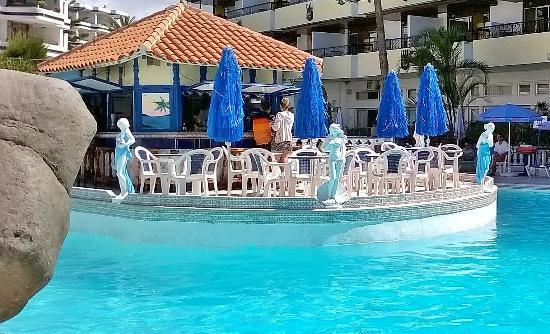 Rey Carlos: Pool