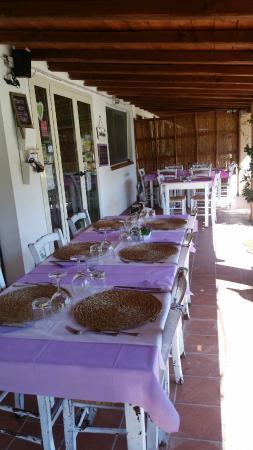 Agriturismo Borgo S.Maria di Vulci: zona ristorante sotto il portico