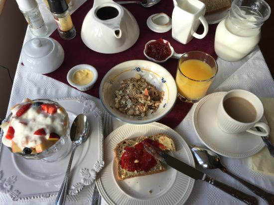 Headley Court B&B: Breakfast