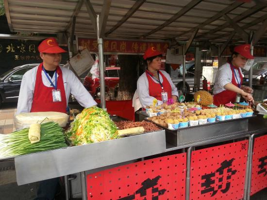 Piao Home Inn Beijing Wangfujing: Day Food market / Dong'anmen Main Sreet