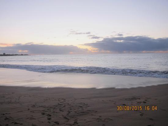 Mandurah Family Resort: Silver Sand Beach, 5 min from the resort..
