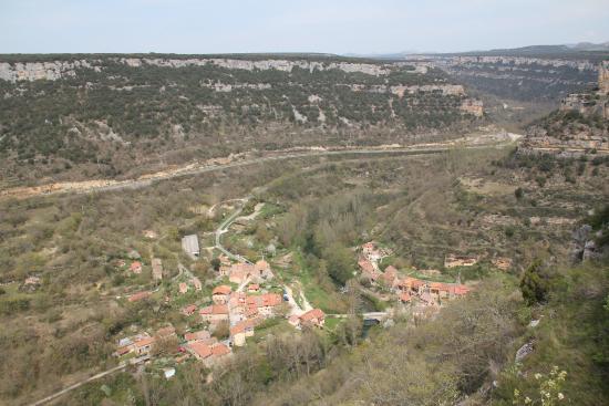 Vista del pueblo de Valdelateja desde lo alto de la ermita