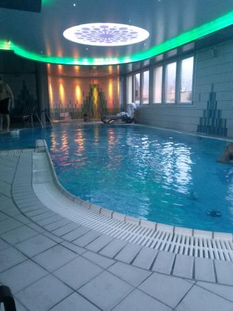 Piscine et jacuzzi picture of hotel l 39 europe colmar for Piscine unterlinden colmar