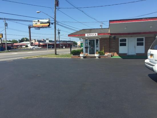 Caravan Motel: الفندق