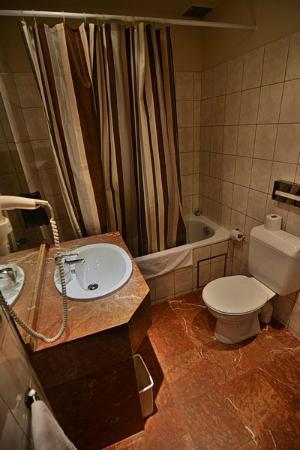 Floris Arlequin Grand Place: Bathroom.
