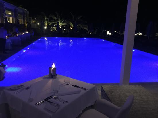Aphrodite Restaurant @ Mykonian Ambassador Hotel: La piscina