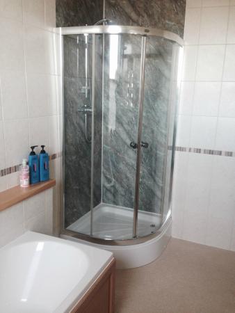 Thornton Lodge: bathroom