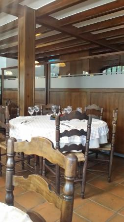 tr s bon restaurant cuisine traditionnelle excellent. Black Bedroom Furniture Sets. Home Design Ideas