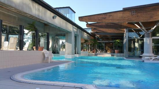 Piscine ext rieure picture of valvital thermes for Aix les bains spa