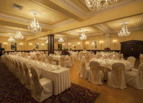 Seven Oaks Hotel: Ballroom