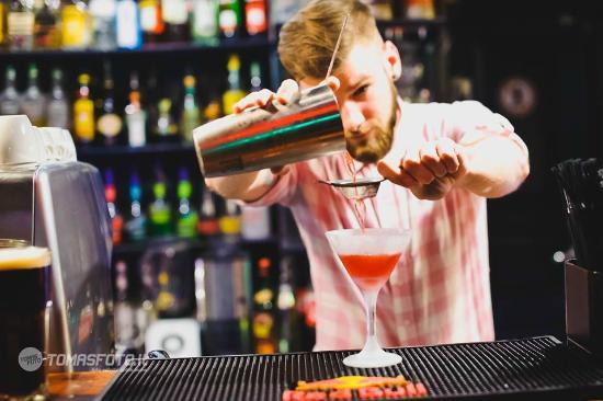 YZY Bar: Bartender