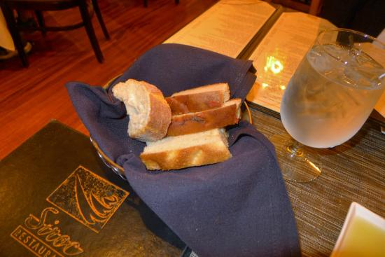 Siroc Restaurant: Bread and olive oil