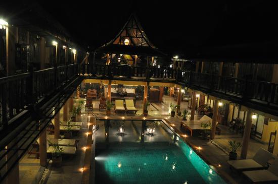 Ruean Thai Hotel: Pool