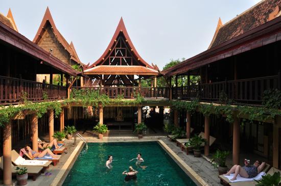 โรงแรมเรือนไทย