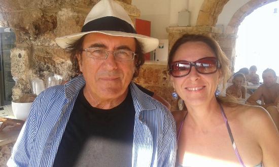 Tenute Al Bano Carrisi: Con Albano nel bar della piscina
