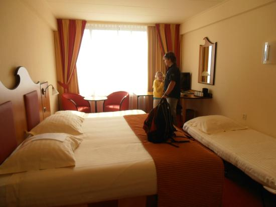 Kamer voor volwassenen en kinderen foto van badhotel