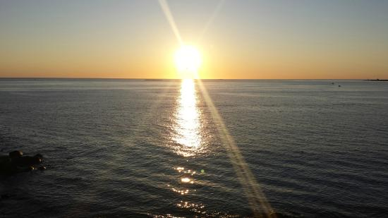The Quarterdeck Inn by the Sea: Sunrise from the deck off room 42.