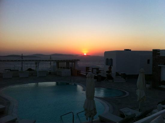 En Lefko Prive Suites: sunset - pool