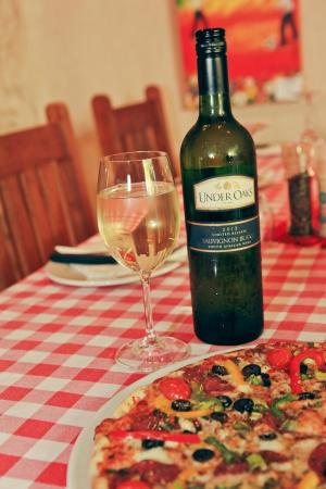 Under Oaks Pizzeria