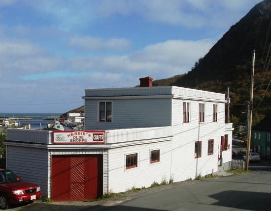 Petty Harbour, Канада: Herbie's Olde Craft Shoppe in Weir's General Store, built 1933