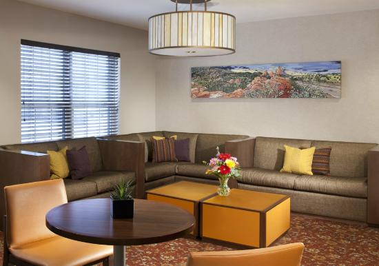 HYATT house Colorado Springs: Lobby Seating