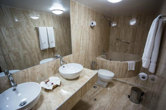 Ba o con jacuzzi suite 308 picture of hotel ruinas cusco tripadvisor - Banos con jacuzzi ...