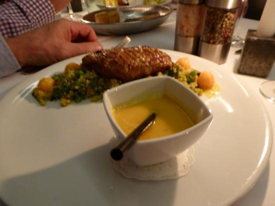 Rosa gebratener thunfisch sushiqualit t sesam chili for Eiffel restaurant berlin