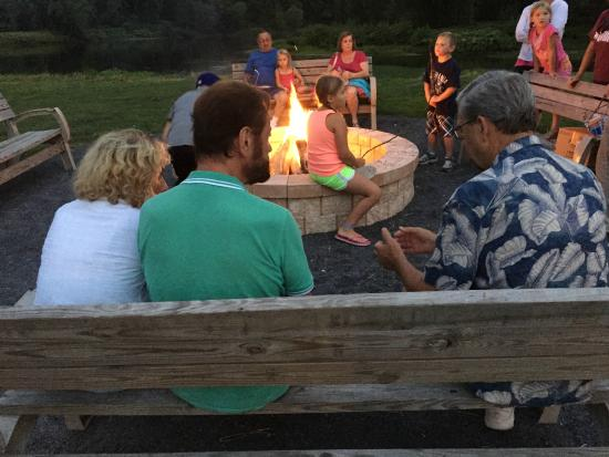 Shawnee on Delaware, Pensylwania: bon fire with s'mores