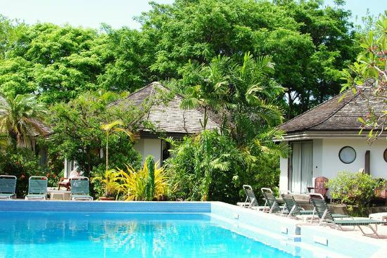 Kariwak Village Holistic Haven and Hotel: Poolside at one of the pools at Kariwak Village