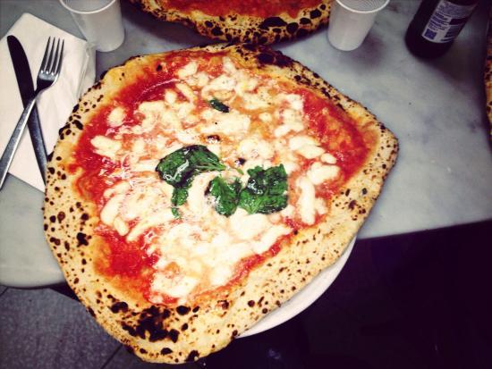 Risultato immagini per antica pizzeria da michele