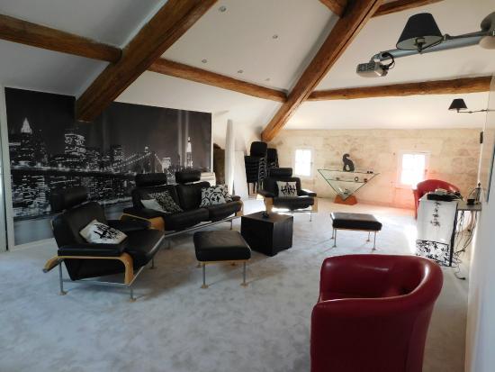 Chateau Sainte Colombe: New York lounge