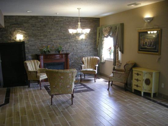 Red Roof Inn & Suites Ferdinand: Sitting Area