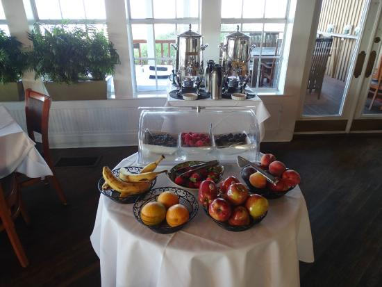 Breakfast buffet at the Henderson Park Inn