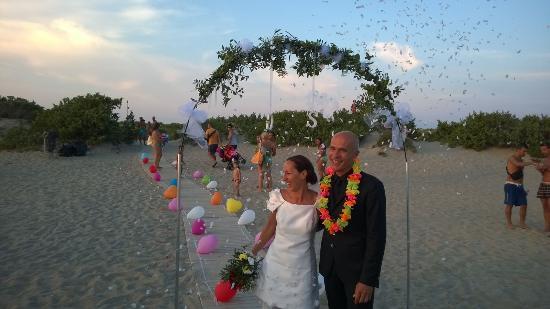 Matrimonio In Spiaggia Ugento : Matrimonio in spiaggia foto di camping riva di ugento ugento