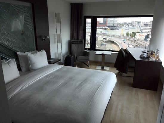 Badkamer waterfront kamer foto van inntel hotels for Kamer rotterdam